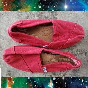 Red Tom's. Size 5 women's. EUC
